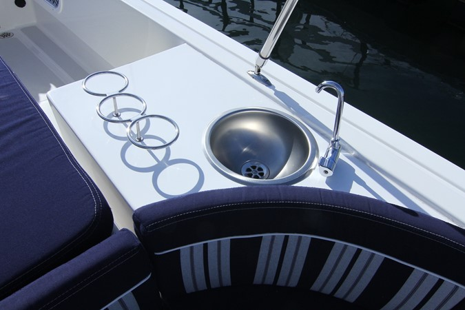2015 Vanquish Boats  24 RA Runabout 2525426