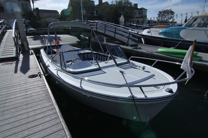 2015 Vanquish Boats  24 RA Runabout 2525432