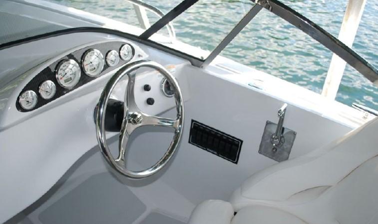 2015 Vanquish Boats  24 RA Runabout 2525443