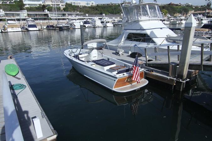 2015 Vanquish Boats  24 RA Runabout 2525675