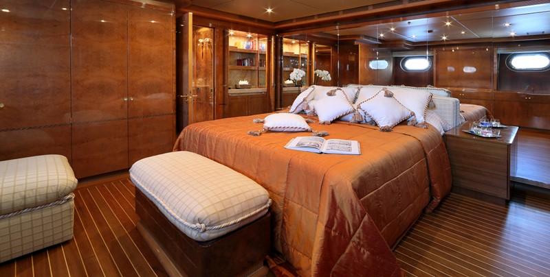 1998 CRN  Motor Yacht 2526422