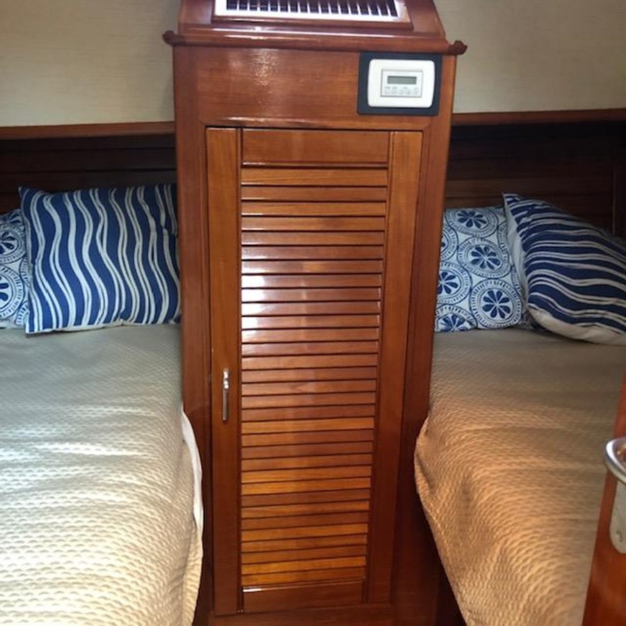 IMG_7577 2002 GRAND BANKS Heritage Europa Trawler 2532900