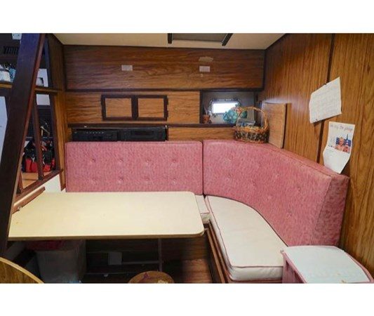 166859728_20180929103540119_1_LARGE 1980 VIKING 43 DCMY Motor Yacht 2533991