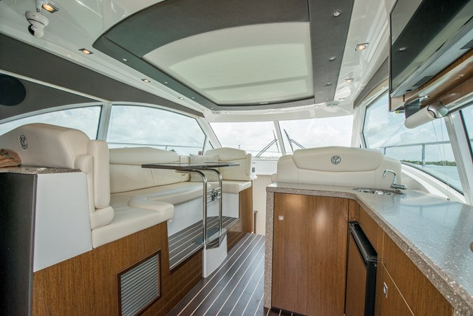 Aft Wet Bar 2013 Cruisers Yachts 41 Cantius Cruiser 2536547