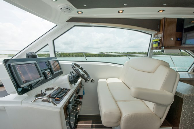 Helm 2013 Cruisers Yachts 41 Cantius Cruiser 2536550
