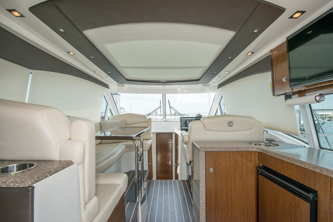 8 Aft Wet Bar Blinds Down 2013 Cruisers Yachts 41 Cantius Cruiser 2536553