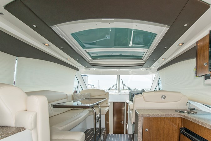 9 Aft Wet Bar Skylight 2013 Cruisers Yachts 41 Cantius Cruiser 2536554