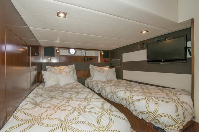 Guest Stateroom 2013 Cruisers Yachts 41 Cantius Cruiser 2536566
