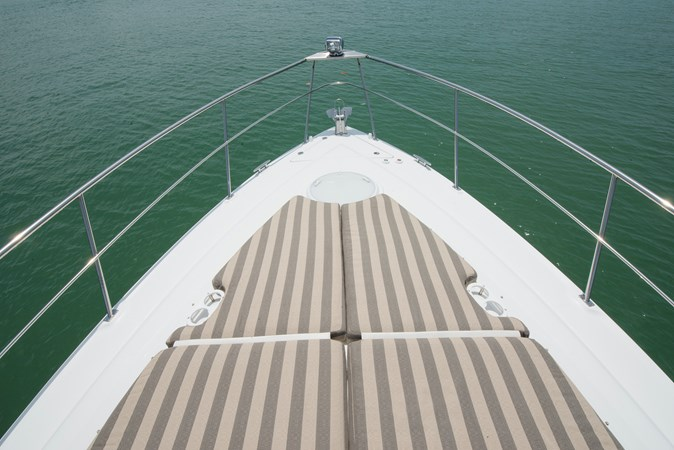 Foredeck Sunpad 2013 Cruisers Yachts 41 Cantius Cruiser 2536588