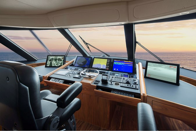 A-Viking 92 Helm 2020 VIKING 92 Enclosed Skybridge  Sport Fisherman 2537924