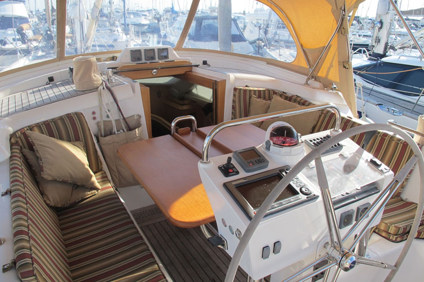 2010 DISCOVERY Discovery 55 Cruising Sailboat 2541364