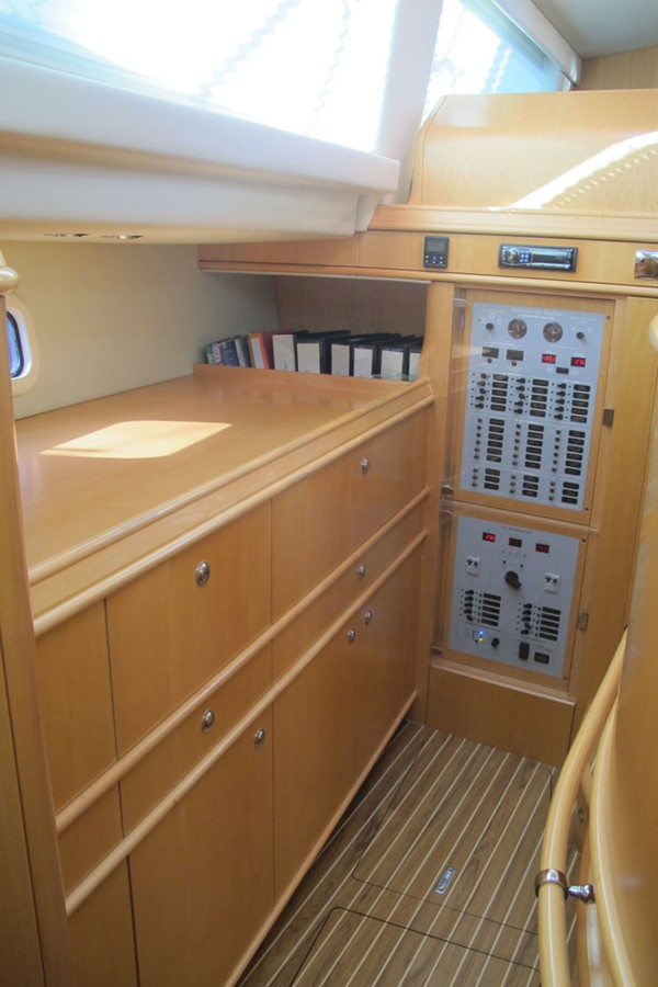 2010 DISCOVERY Discovery 55 Cruising Sailboat 2541370