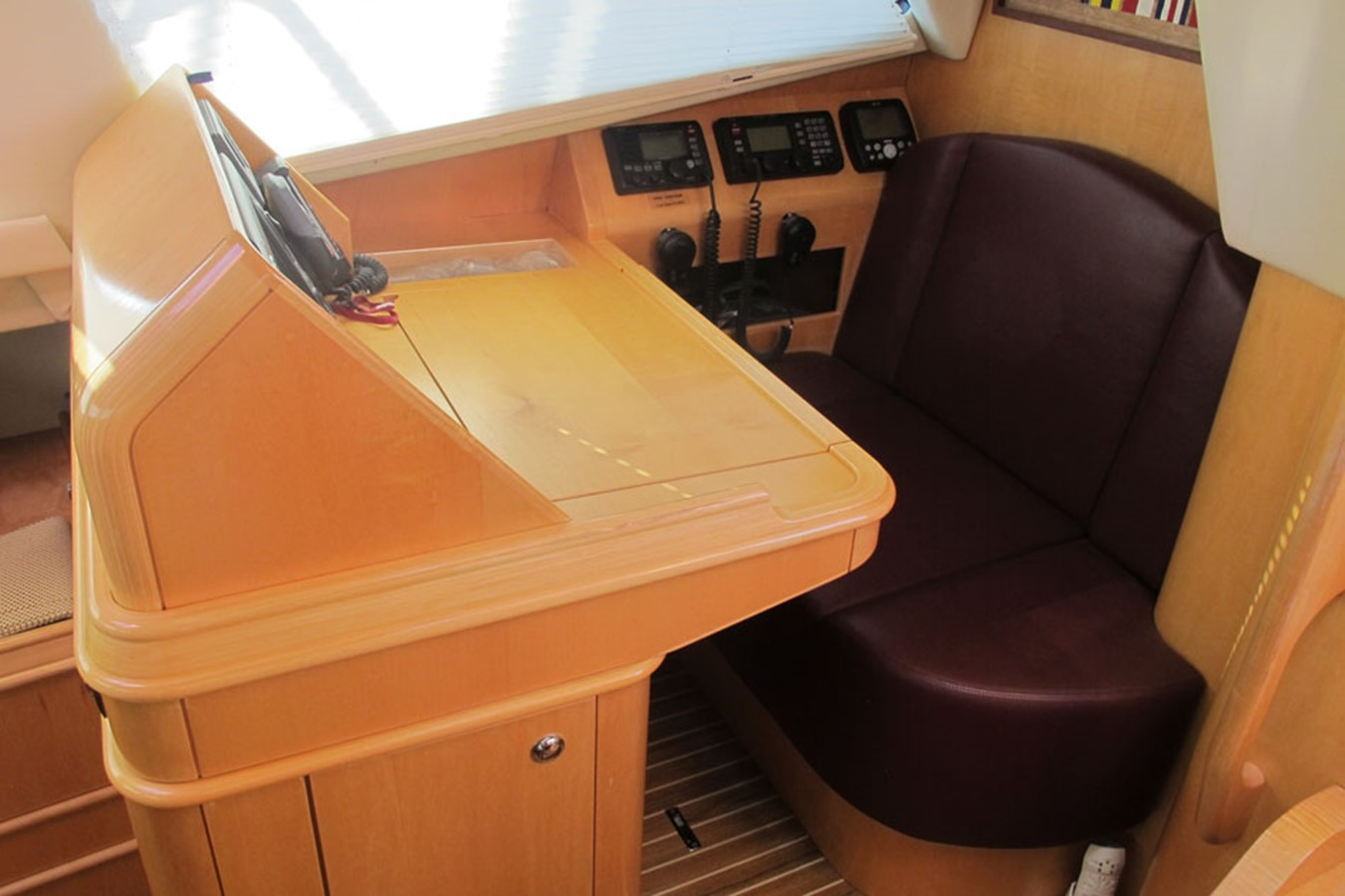 2010 DISCOVERY Discovery 55 Cruising Sailboat 2541371
