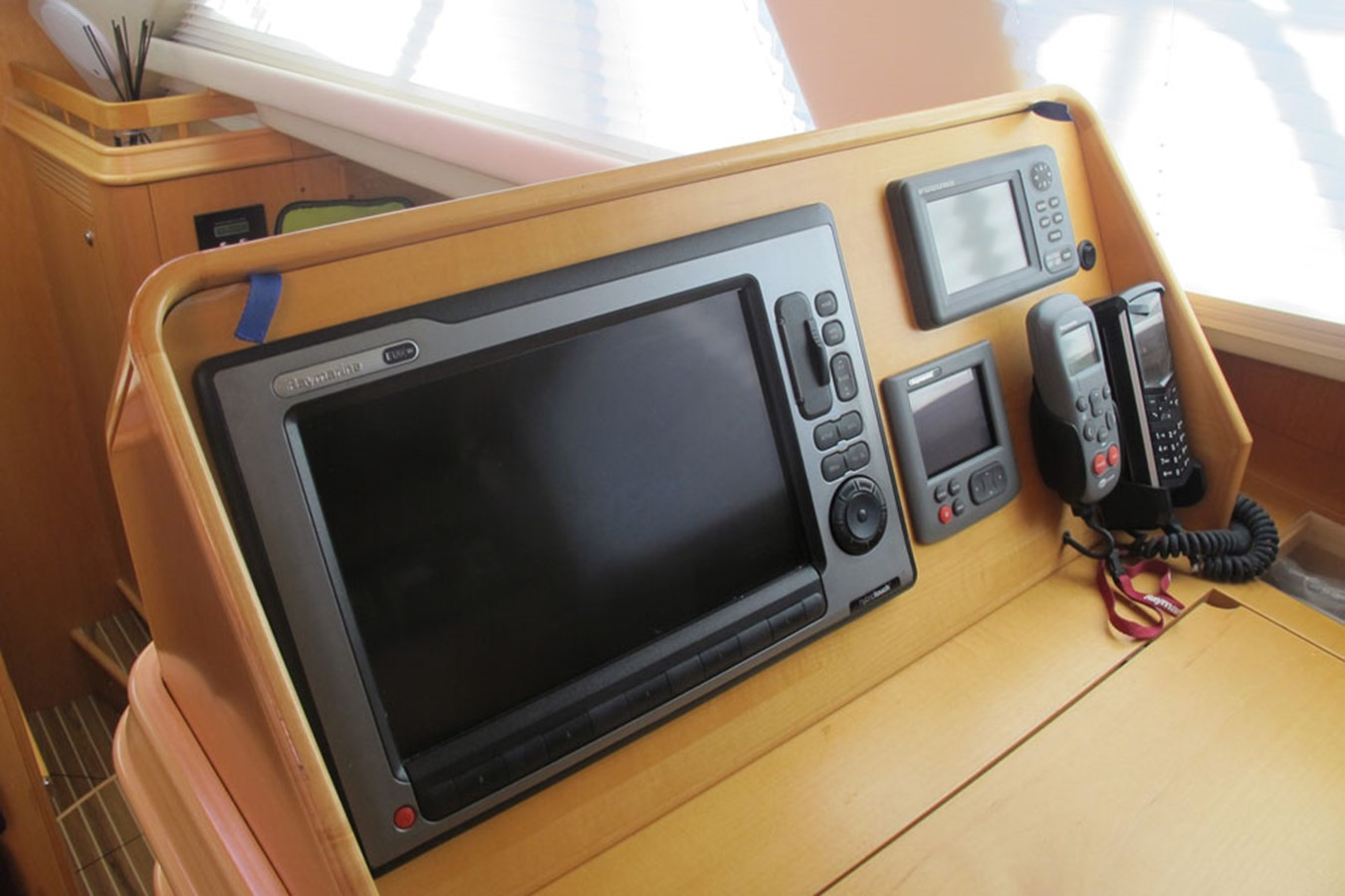 2010 DISCOVERY Discovery 55 Cruising Sailboat 2541373