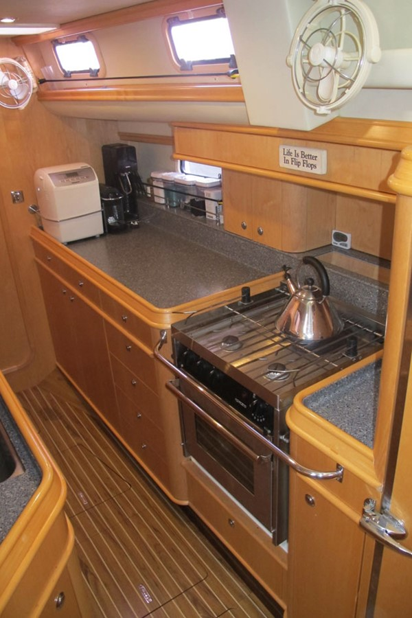2010 DISCOVERY Discovery 55 Cruising Sailboat 2541375
