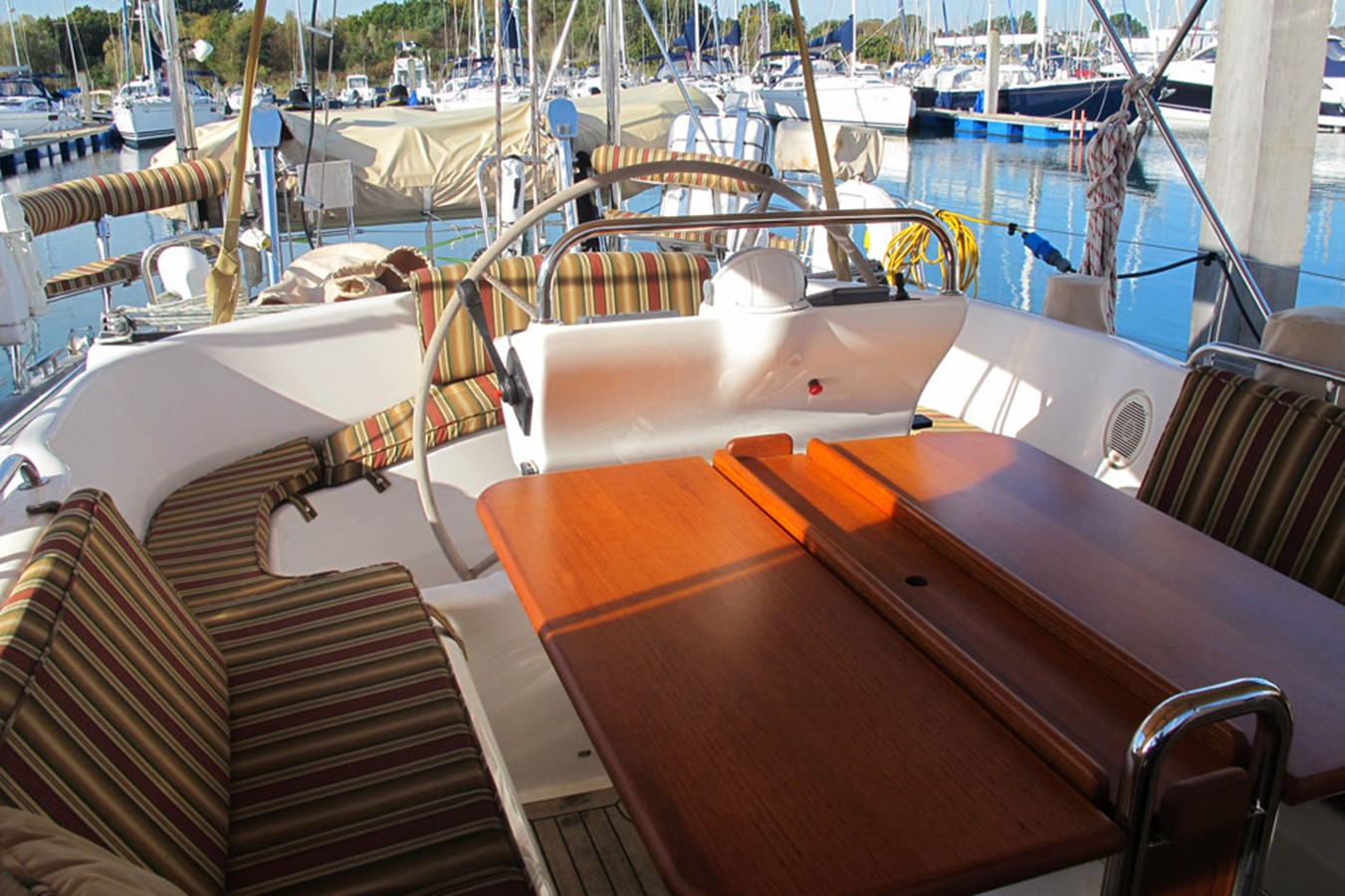 2010 DISCOVERY Discovery 55 Cruising Sailboat 2541381