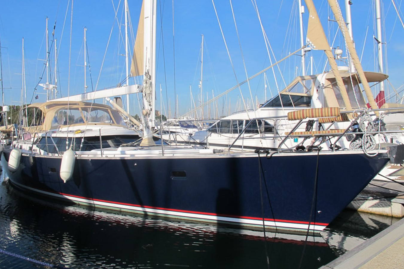2010 DISCOVERY Discovery 55 Cruising Sailboat 2541387