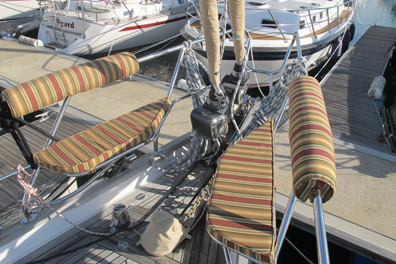 2010 DISCOVERY Discovery 55 Cruising Sailboat 2541391