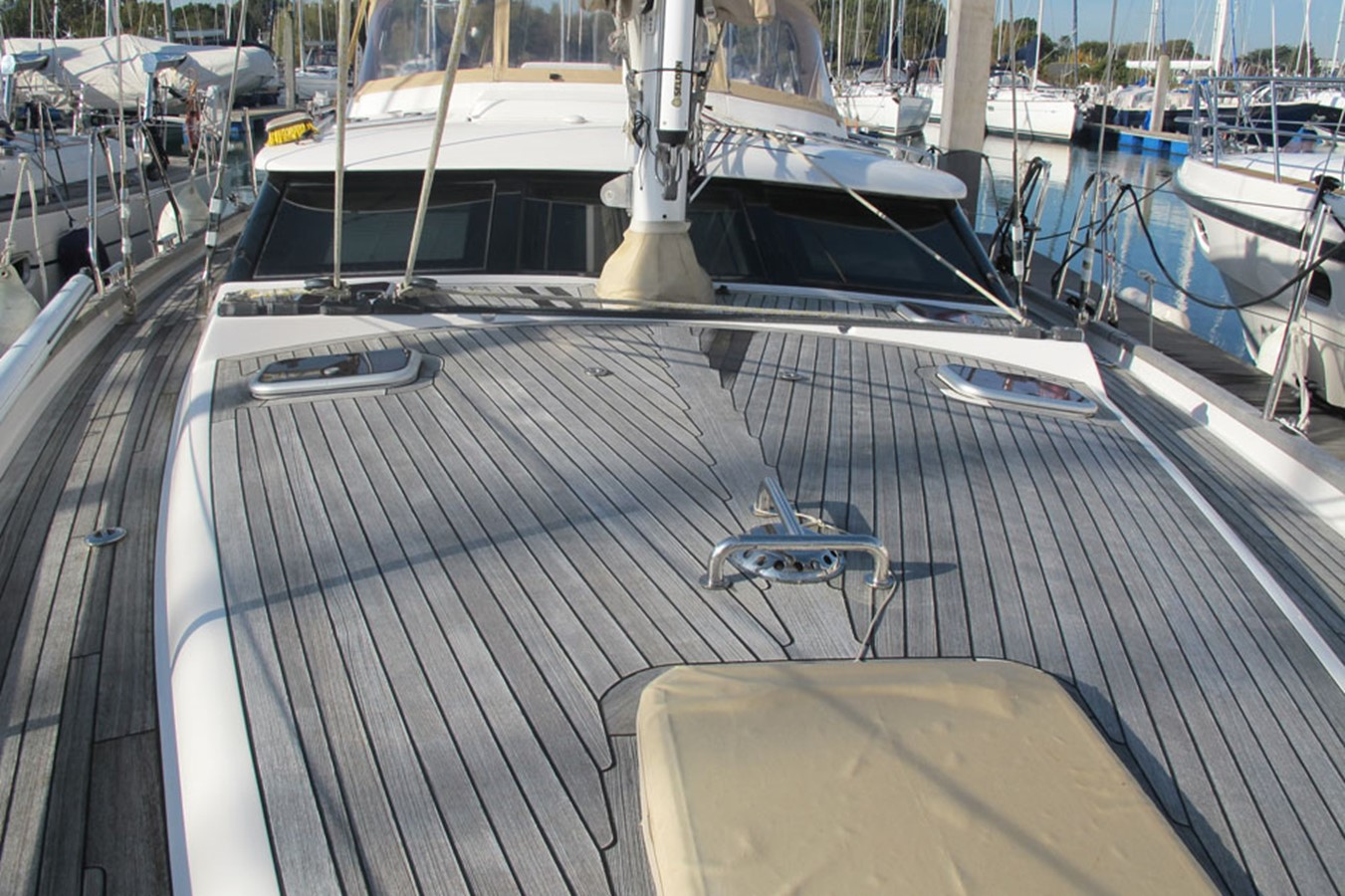 2010 DISCOVERY Discovery 55 Cruising Sailboat 2541392
