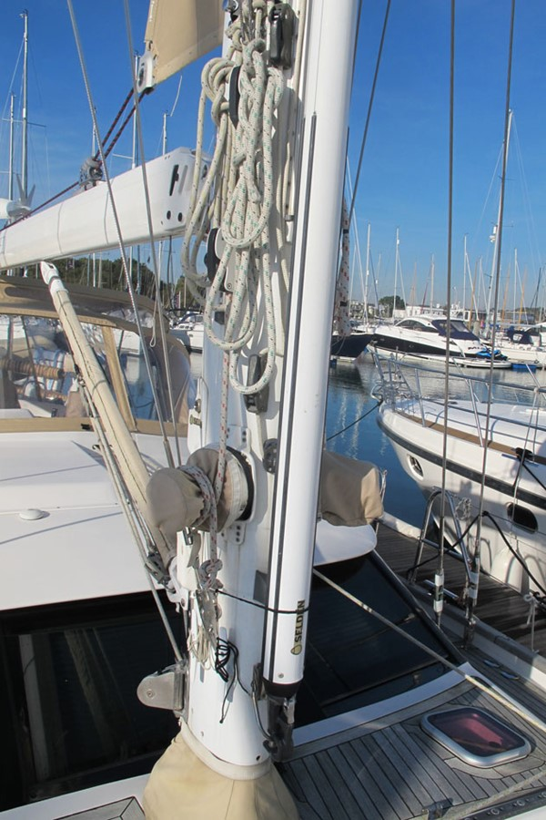 2010 DISCOVERY Discovery 55 Cruising Sailboat 2541394
