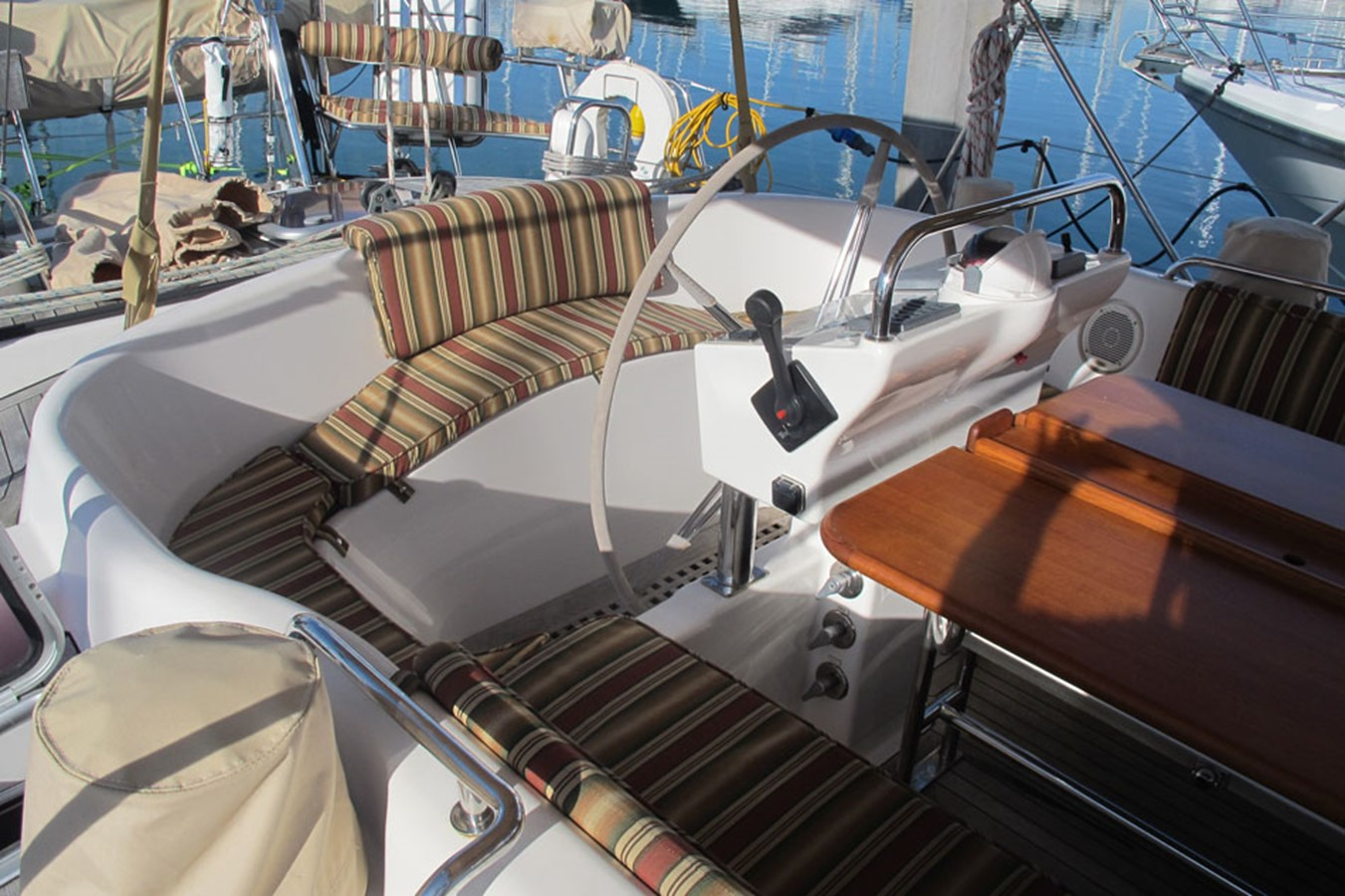 2010 DISCOVERY Discovery 55 Cruising Sailboat 2541403