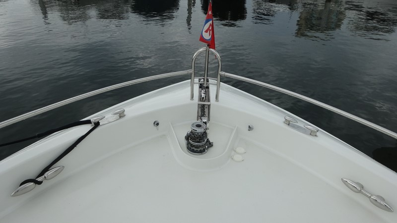 Foredeck 2002 LAZZARA Skylounge Motor Yacht 2563927