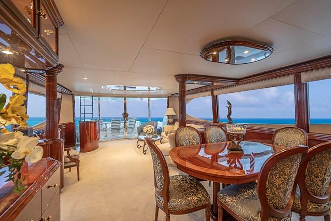 Grand Main Salon 2002 LAZZARA Skylounge Motor Yacht 2563948