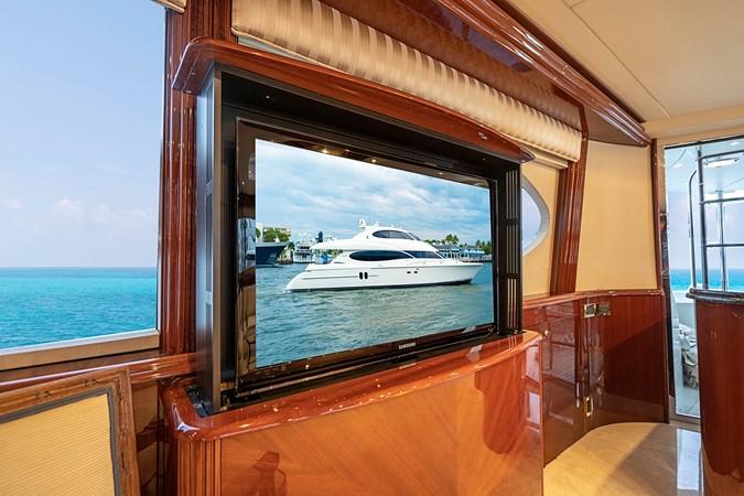 """Main Salon 40"""" HD Pop Up TV 2002 LAZZARA Skylounge Motor Yacht 2563952"""