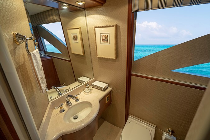 On Deck Day Head 2002 LAZZARA Skylounge Motor Yacht 2563953