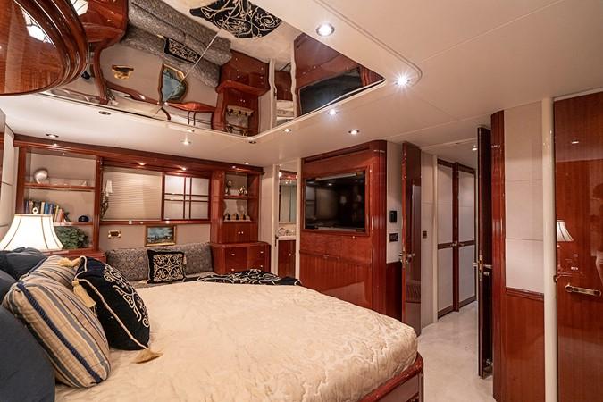 Master Stateroom 2002 LAZZARA Skylounge Motor Yacht 2563966