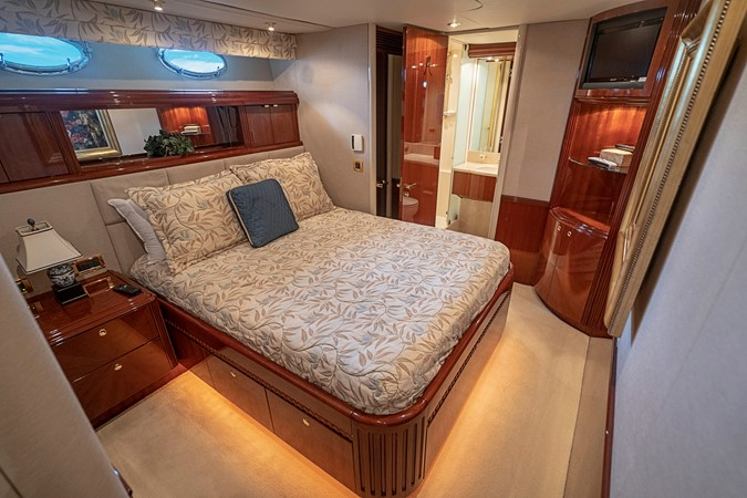 Port Guest VIP Stateroom 2002 LAZZARA Skylounge Motor Yacht 2563974
