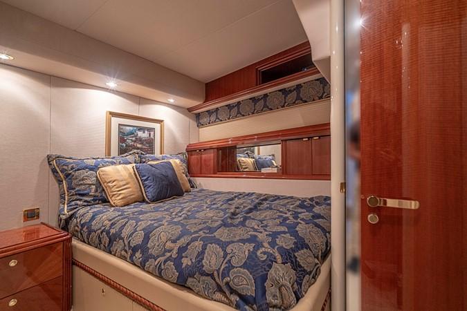 Captain's Cabin 2002 LAZZARA Skylounge Motor Yacht 2563987
