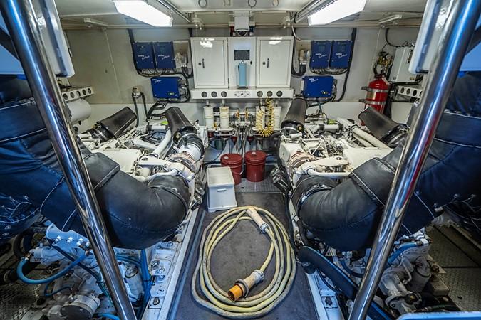 Rear Full Beam Engine Room 2002 LAZZARA Skylounge Motor Yacht 2563994