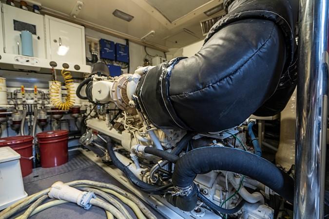 Engine Room 2002 LAZZARA Skylounge Motor Yacht 2563995