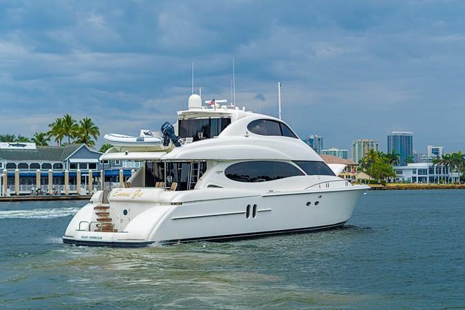 Stern Profile 2002 LAZZARA Skylounge Motor Yacht 2563997