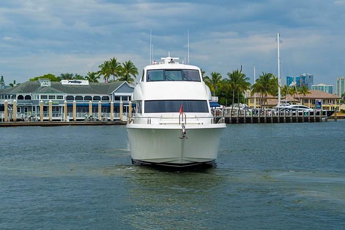 Bow Profile 2002 LAZZARA Skylounge Motor Yacht 2564153