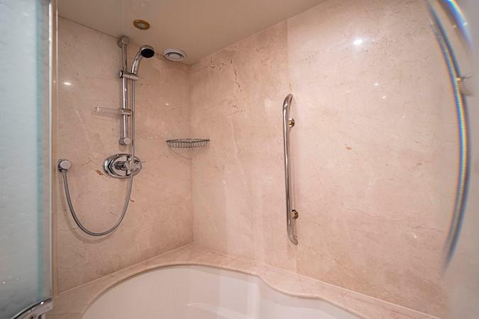 Master Stateroom Jacuzzi Tub / Shower 2002 LAZZARA Skylounge Motor Yacht 2574889