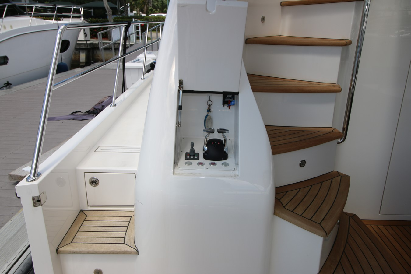 AFT DECK CONTROLS 2014 HORIZON PC60 SKYLOUNGE Catamaran 2547232