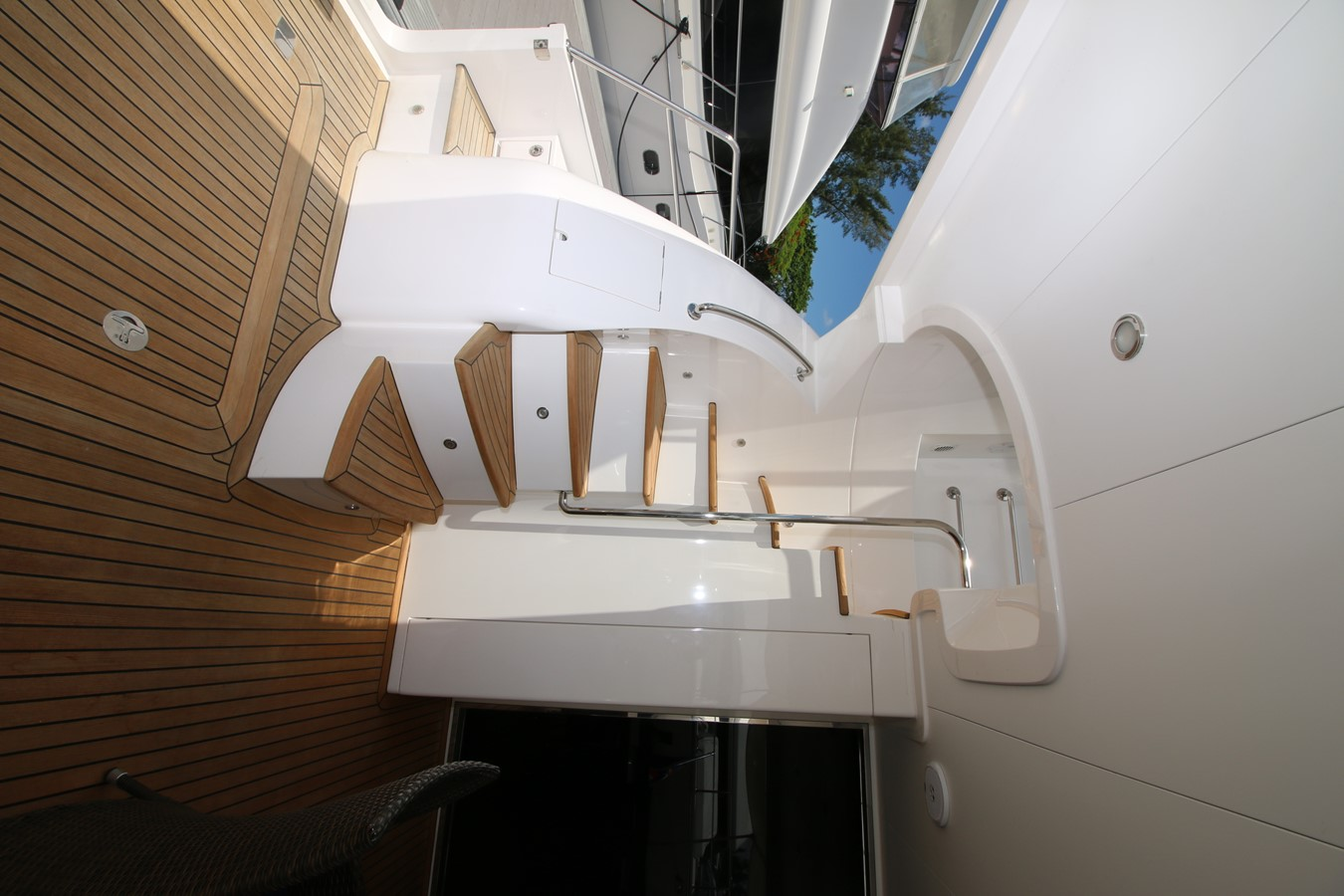 FLY BRIDGE ACCESS  2014 HORIZON PC60 SKYLOUNGE Catamaran 2547233
