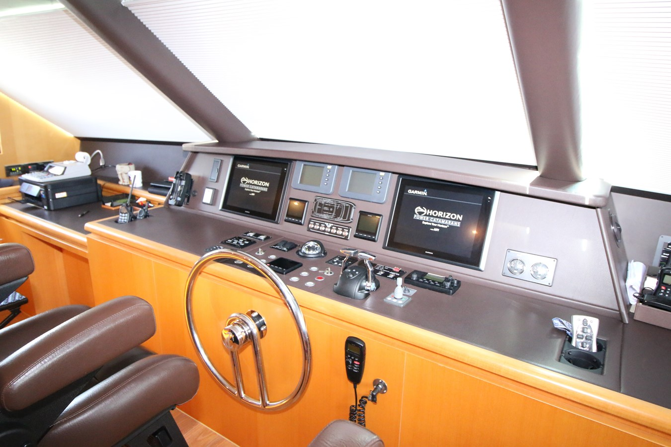 ENCLOSED BRIDGE HELM 2014 HORIZON PC60 SKYLOUNGE Catamaran 2547248