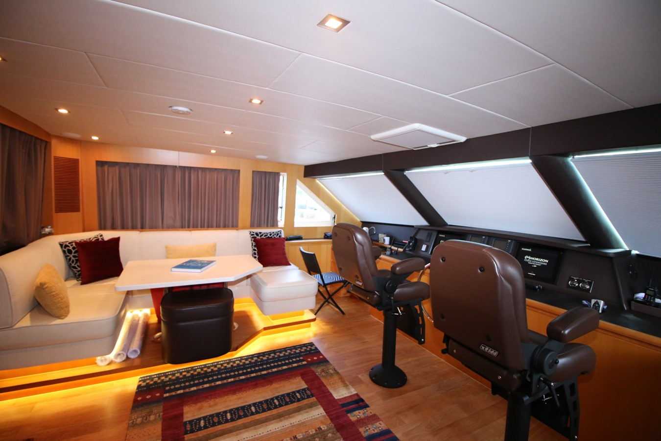ENBLOSED BRIDGE 2014 HORIZON PC60 SKYLOUNGE Catamaran 2547250