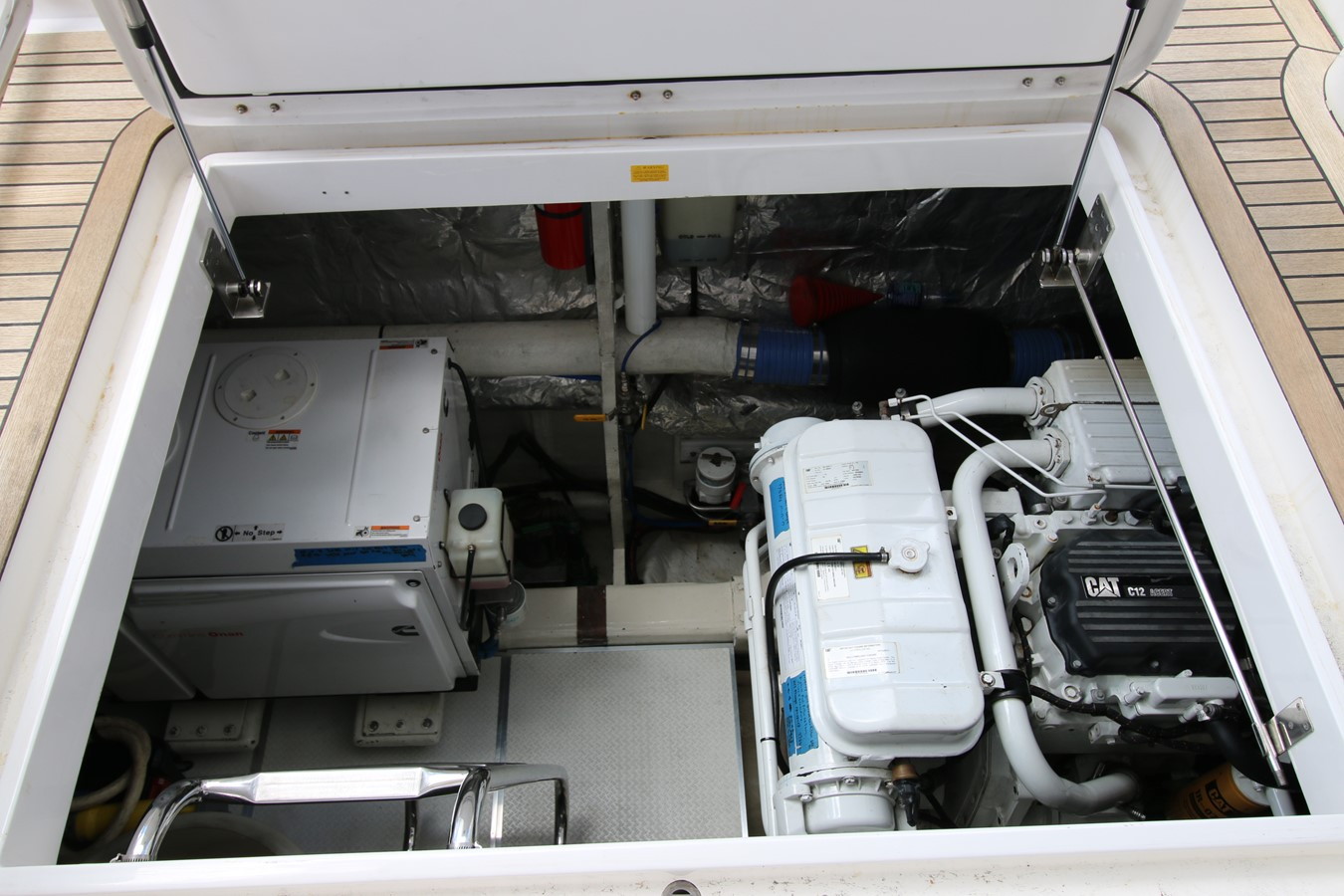 PORT ENGINE ACCESS 2014 HORIZON PC60 SKYLOUNGE Catamaran 2547254