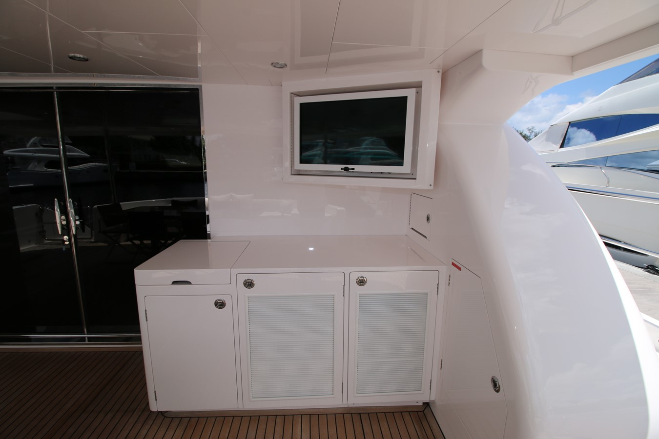 AFT DECK BAR ARRANGEMENT 2018 HORIZON 60 PC Open Floorplan Catamaran 2547045
