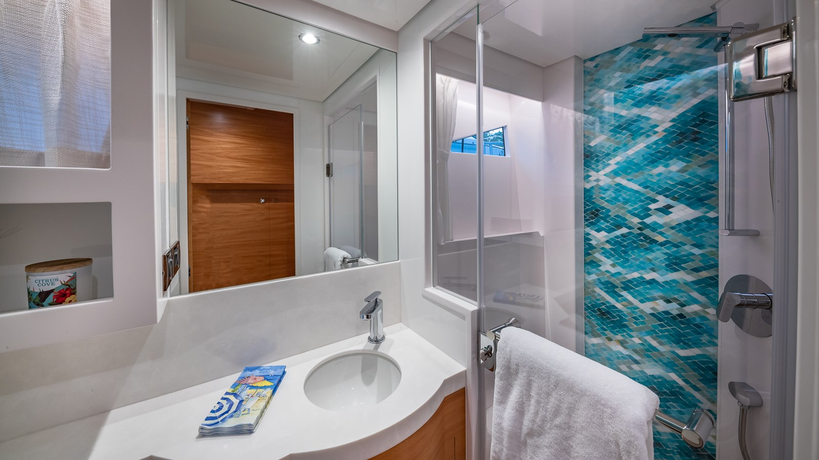 VIP BATHROOM 2018 HORIZON 60 PC Open Floorplan Catamaran 2825818