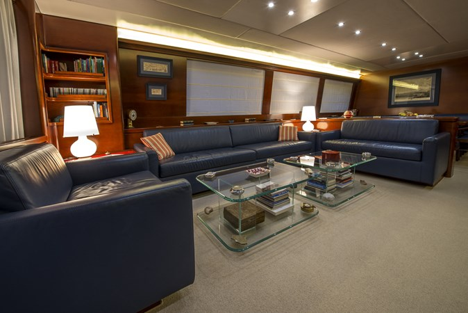 salon-seating-area2 2010 CANTIERE NAVALI  Motor Yacht 2547941