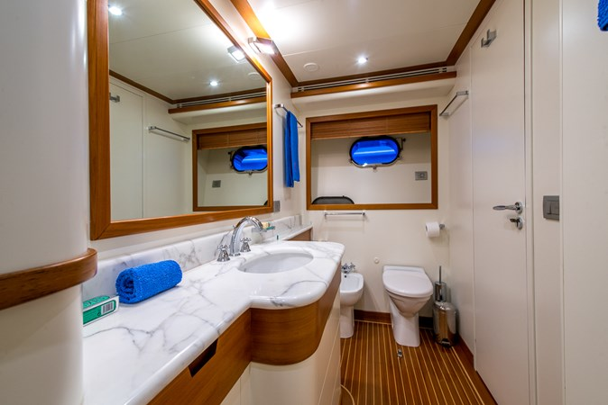 master-bathroom2 2010 CANTIERE NAVALI  Motor Yacht 2547946