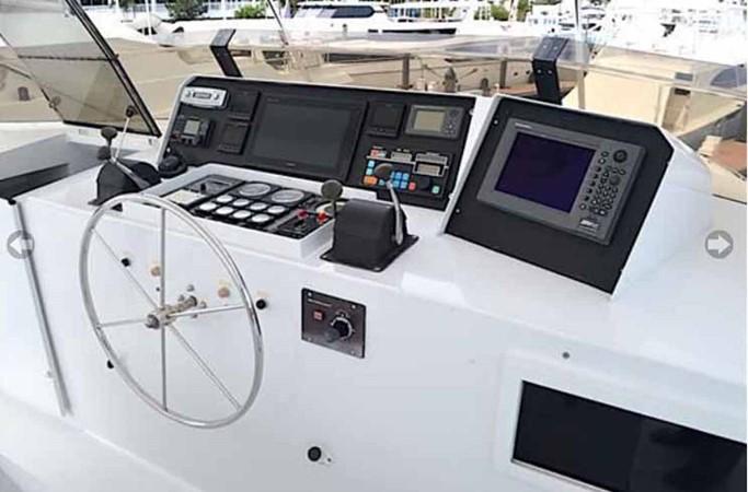 Flybridge Helm 1990 BROWARD Custom Extended Motor Yacht 2546501