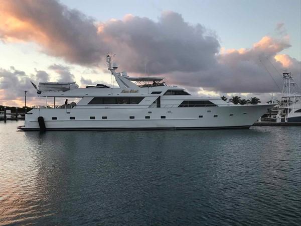 Alternate Profile 1990 BROWARD Custom Extended Motor Yacht 2546522