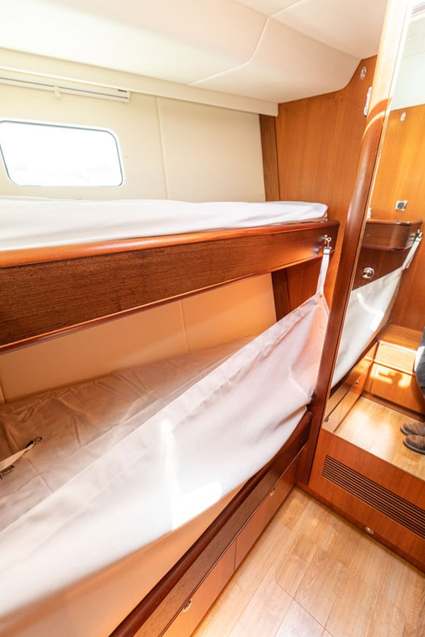 2012 DISCOVERY Discovery 57 Cruising Sailboat 2546350