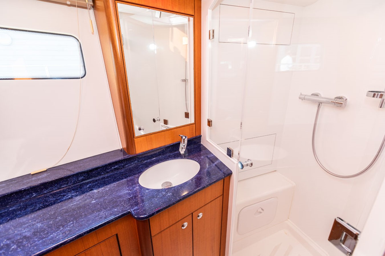 2012 DISCOVERY Discovery 57 Cruising Sailboat 2546353